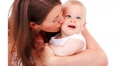 mother_kissing_baby_193793-001-2013-02-17-_-14_45_48-80